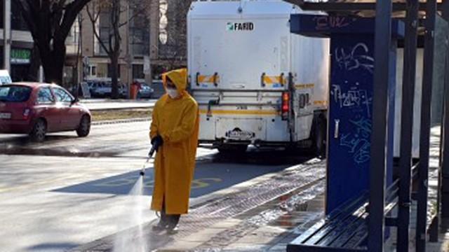 Мият и дезинфекцират улици, подлези и обществени зони във Варна