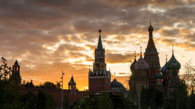 Протест срещу Кремъл привлича хиляди за четвърти пореден уикенд