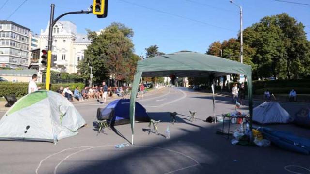 Блокираха с палатки и кръстовището на СУ