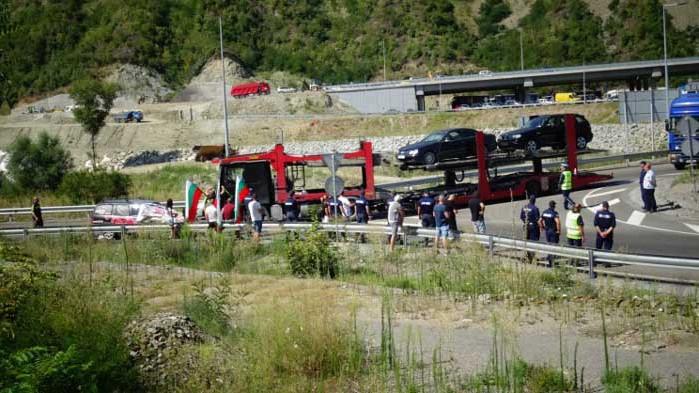 Протестиращи в Благоевград искат да блокират магистралата от и за Гърция