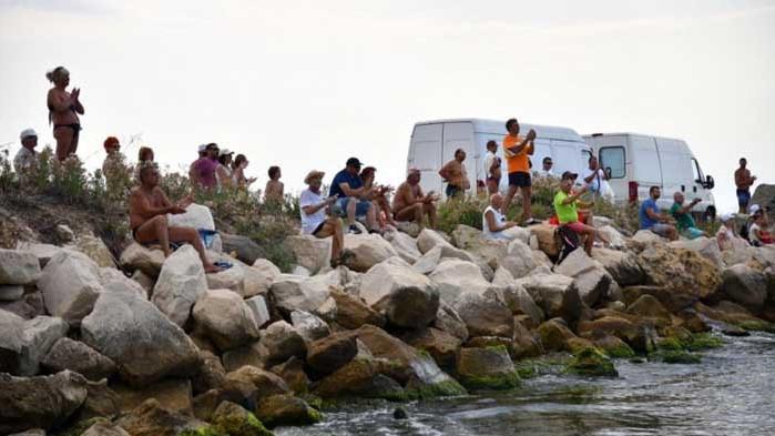 """Министър Кралев награди призьорите в юбилейното издание на плувния маратон """"Галата"""""""