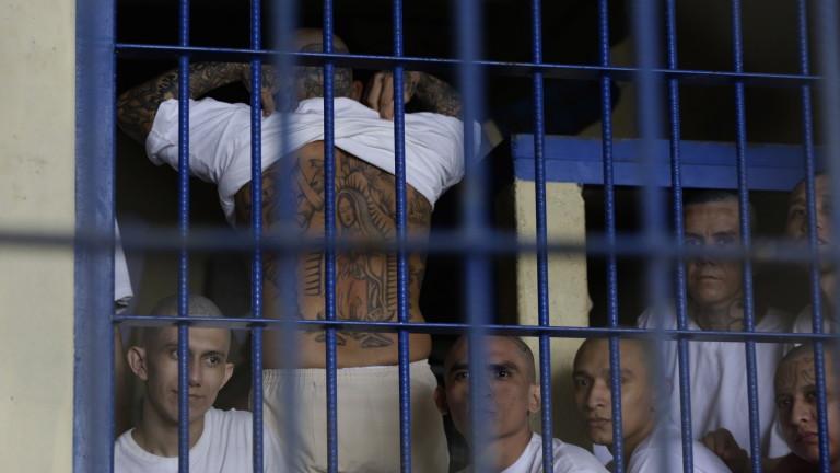 Четирима ранени при безредици в американски затвор