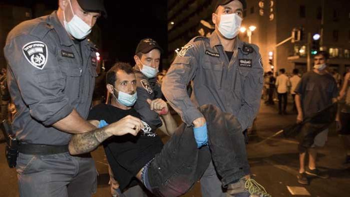 Израел: Полицията разчисти протестиращите пред резиденцията на Нетаняху