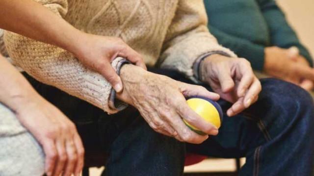 В дома за възрастни хора във Варна са заразени 91 души