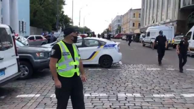 Мъж взе заложник в банка в Киев