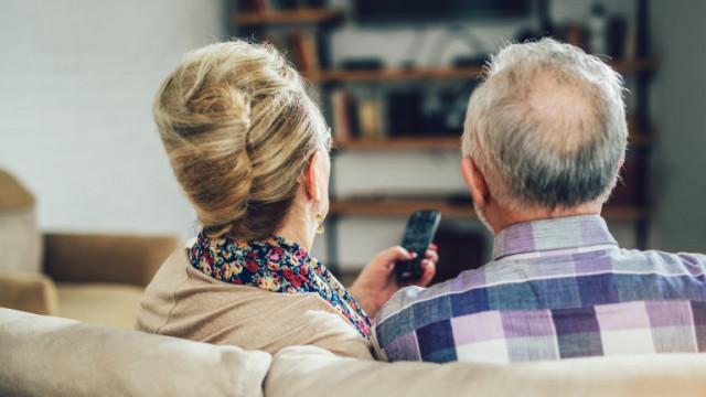 Деменцията, Алцхаймерът, светлинната и звукова стимулация и може ли гледането на телевизия да лекува