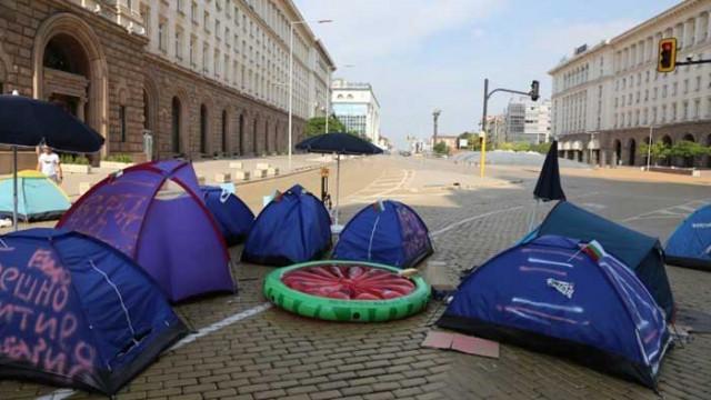 Три ключови кръстовища в София остават блокирани
