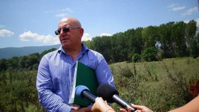 Емил Димитров и зам.-главен прокурор на проверка край Червен бряг за загробени пестициди