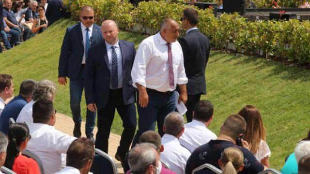 Борисов предлага на коалицията да се оттегли като премиер, но не и оставка на правителството