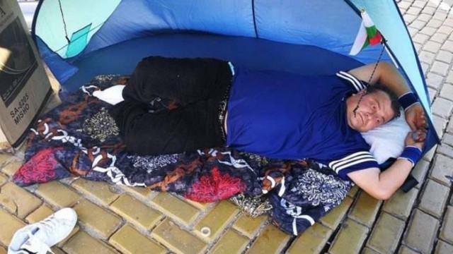 """""""Света Анна"""": Протестиращият, обявил гладна стачка, е в отлично здраве, тръгнал си е сам"""