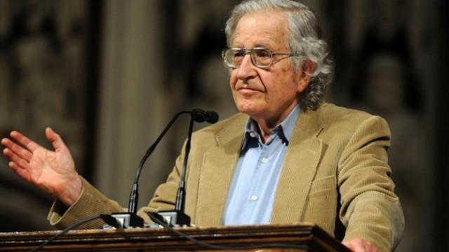 """Ноам Чомски: Реакцията на САЩ на пандемията беше """"фатално хаотична"""""""