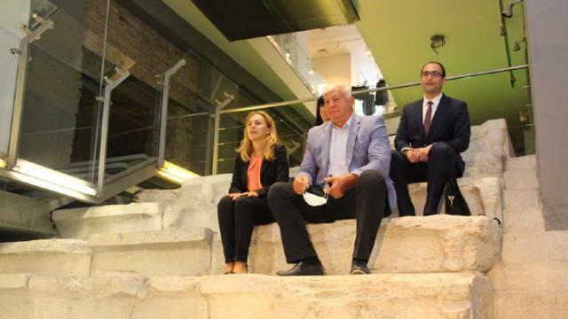 Вицепремиерът Марияна Николова посети централната трибуна на Римския стадион в Пловдив