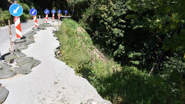 Кметът на Асеновград даде старт на укрепителните дейности по свлачището