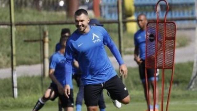 Валери Божинов тренира с Левски