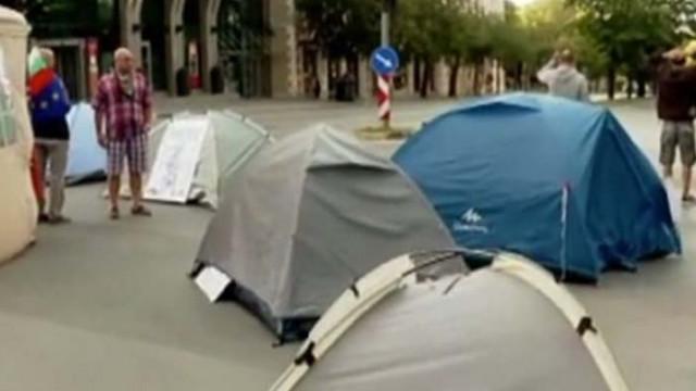 Варненци гневни на палаткаджиите, които блокират града