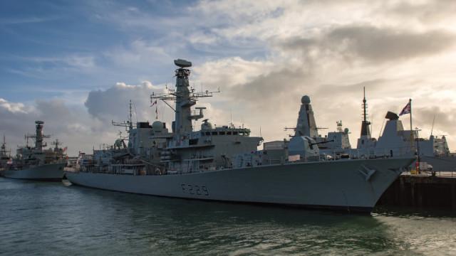 Великобритания обмисля да използва ВМС срещу мигранти в Ламанша