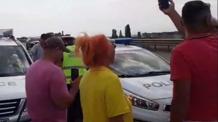 Отиват да блокират Калотина – протестът попадна под контрола на радикалното-екстремистко крило