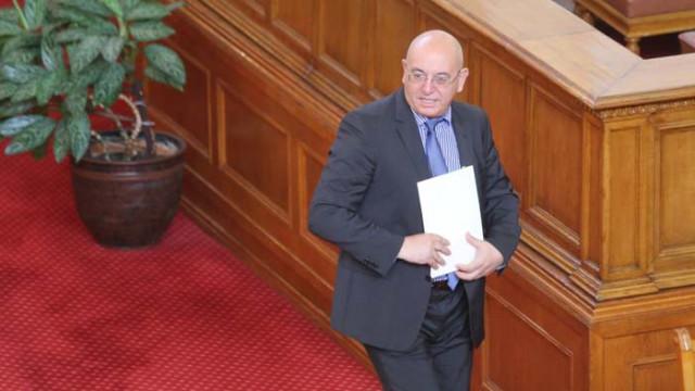Емил Димитров: Някой плаща за протестите по площадите