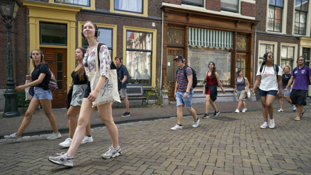 55% увеличение на заразените с коронавирус в Нидерландия