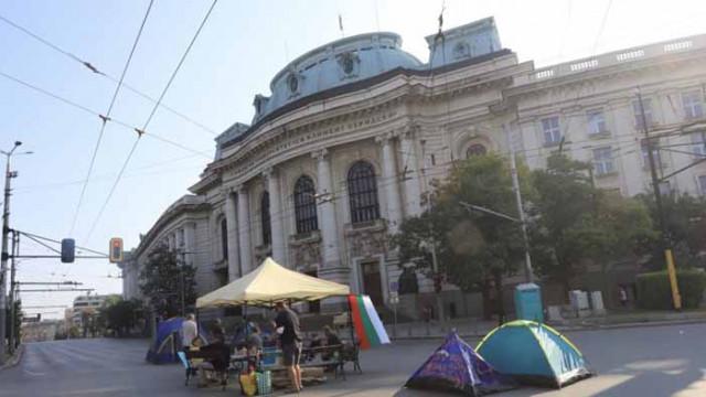 Блокадите в София остават, готвят протест пред НС