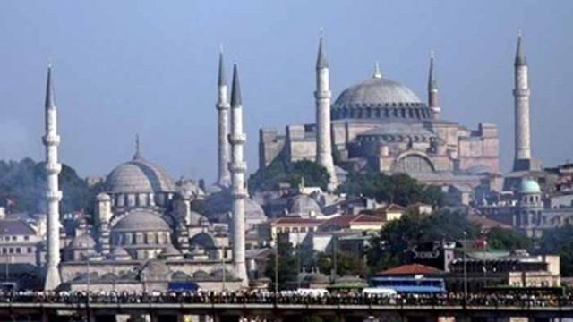 Истанбул отчита рекорден спад на туристите