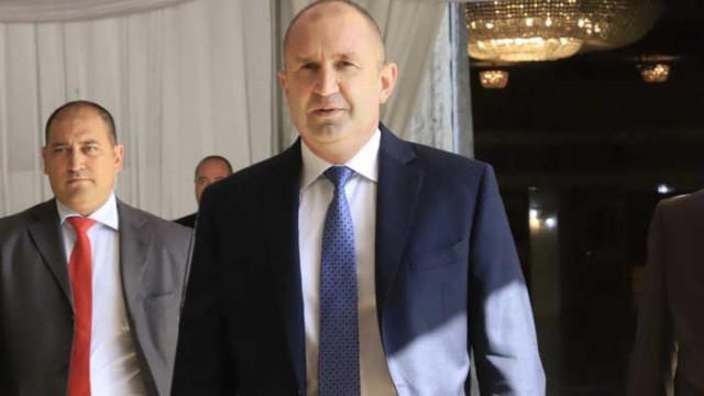 Румен Радев със съболезнования за бащата на Боби Михайлов