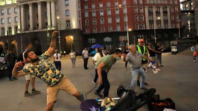 """Блокада на """"Дунав мост"""" и на кръстовището пред Румънското посолство в София"""