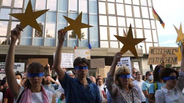 """Подготовка за властта: Протестъри вече правят списъци с """"гербави подлизурковци"""""""