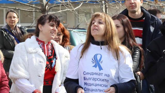 Медицинските сестри на Мая Манолова излизат на палатки пред здравното министерство