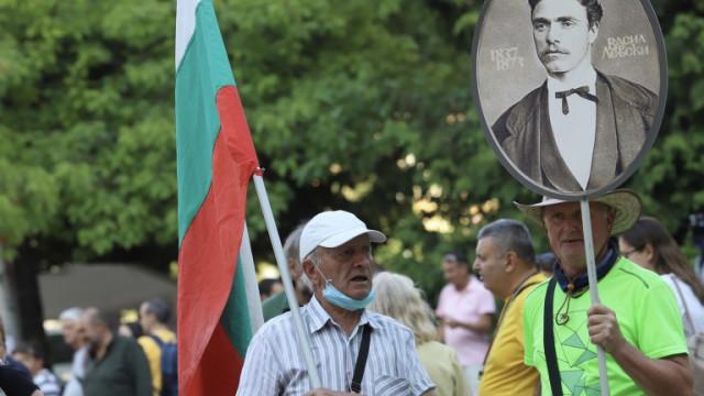 """Над час протестиращите блокираха движението към ГКПП """"Дунав мост"""""""