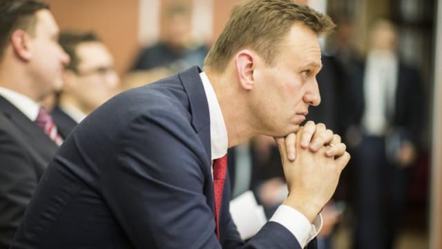 Алексей Навални в безсъзнание в болница, подозират отравяне