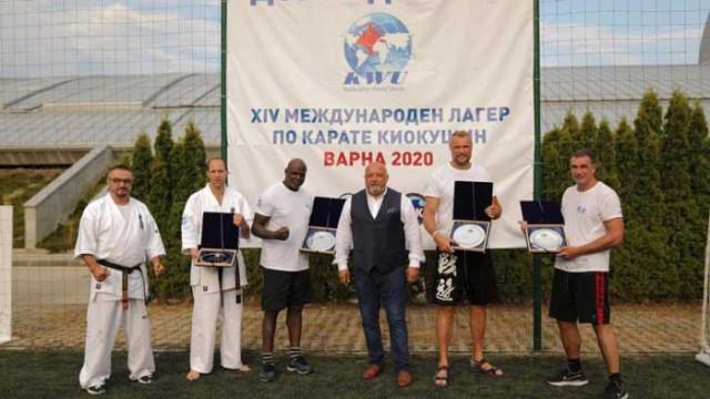 Министър Кралев посети 14-ия Международен тренировъчен лагер по киокушин