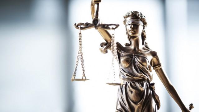 Съдят 26-годишен, пребил приятелка си във Варна, докато шофира